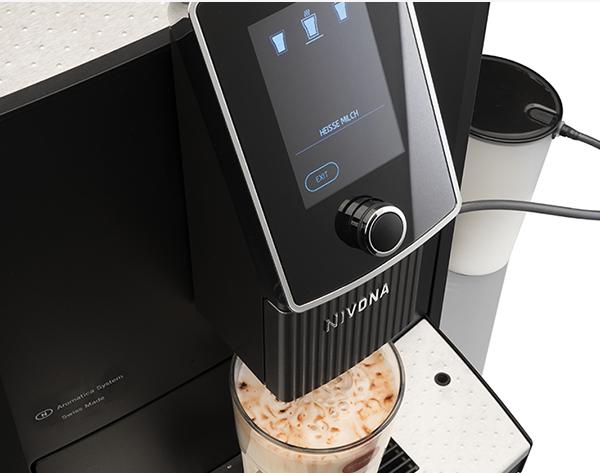 2 kawy mlecznie przygotowywane jednocześnie